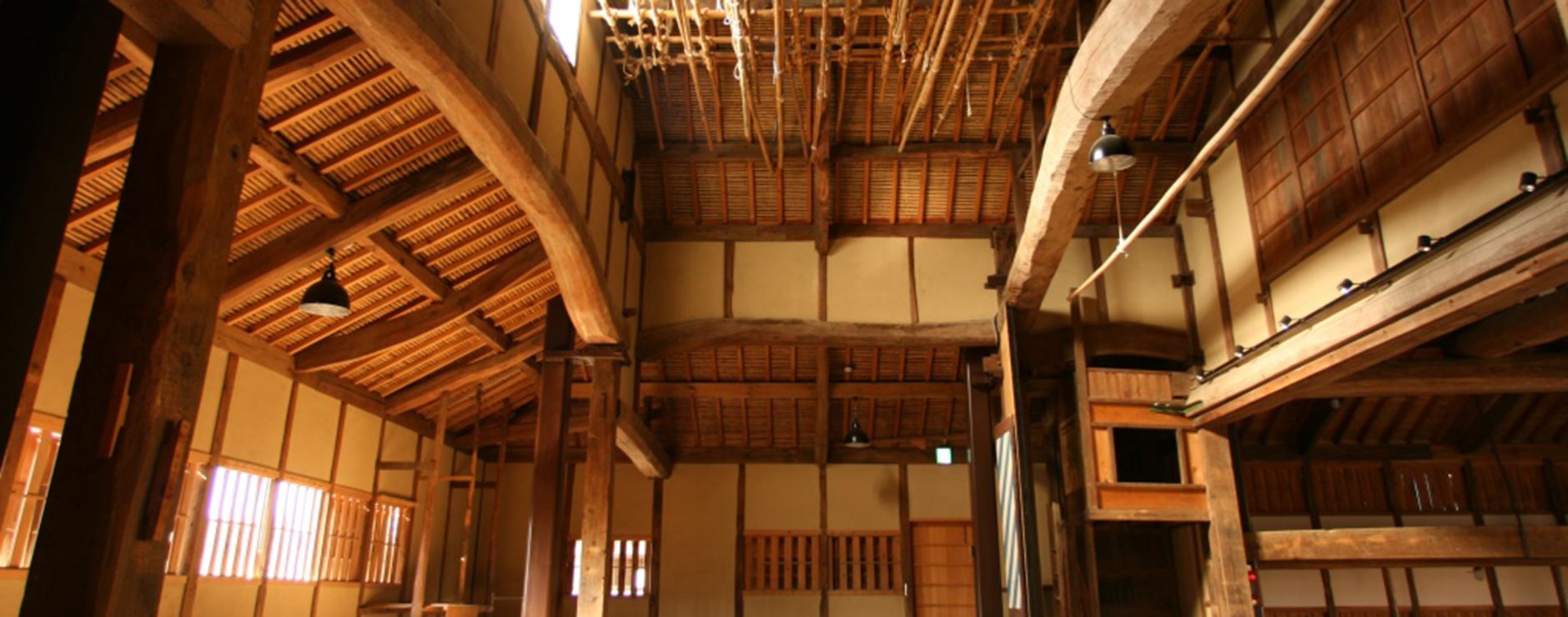 国指定重要有形民俗文化財の農村歌舞伎舞台。